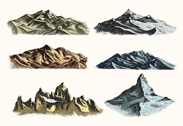Le cime delle montagne impostano vintage, incisioni antiche in mano disegnando in stile schizzo diverse versioni e colori. t-shirt o poster o badge ed emblema.