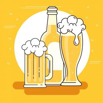 Tazza, bicchiere e bottiglia di birra su sfondo giallo