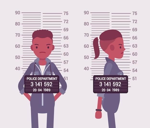 Foto segnaletica di una giovane donna di colore