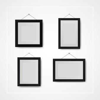 Molteplici piccole cornici per foto e foto sul muro bianco