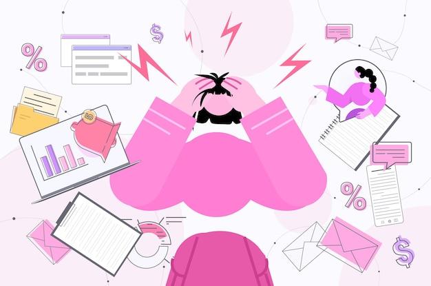 Multitasking stanco imprenditrice occupato oberato di lavoro donna d'affari rabbia aggressione stress depressione esaurimento nervoso
