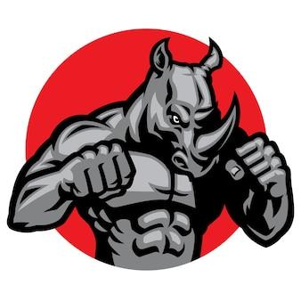 Posa del combattente di rinoceronte muscolare isolata su bianco