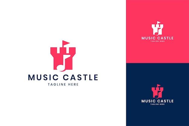 Design del logo dello spazio negativo del castello musicale