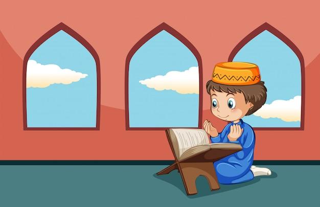 Un ragazzo musulmano studia alla moschea