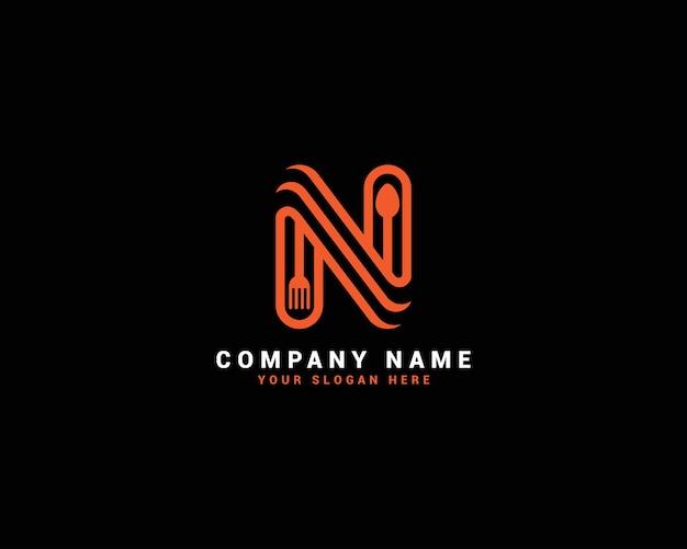 Logo della lettera di cibo n, logo della lettera del cucchiaio n, set di logo della lettera di cibo, alfabeto del cibo