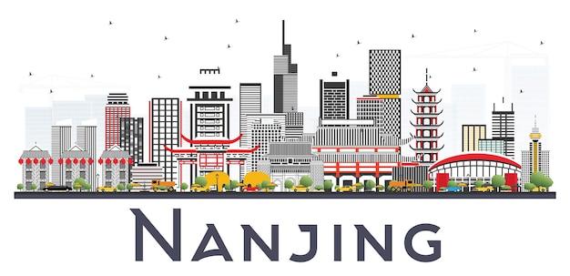 Skyline di nanjing cina con edifici grigi isolati su sfondo bianco. illustrazione di viaggi d'affari e turismo con architettura moderna.