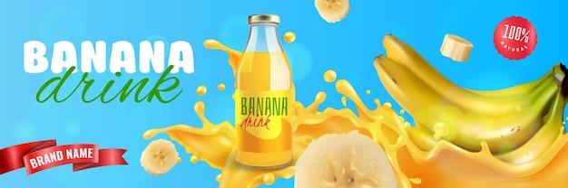 Banner orizzontale di bevanda naturale alla banana con spruzzi di frutta fresca e nastro rosso per il marchio