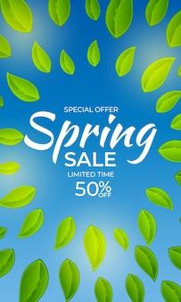 Fondo dell'insegna del manifesto di vendita di primavera luce naturale con foglie verdi soleggiate.