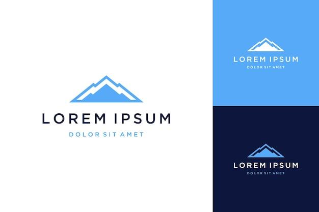 Design del logo naturale o di montagna