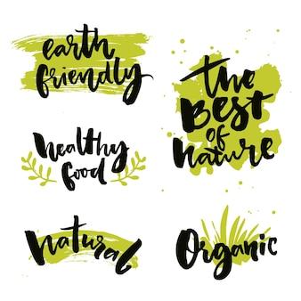 Distintivi ed etichette di prodotti naturali adesivi con parole calligrafiche il meglio del cibo sano della natura