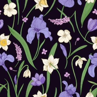 Modello senza cuciture naturale con splendidi fiori selvatici e giardino che sbocciano e foglie sul nero
