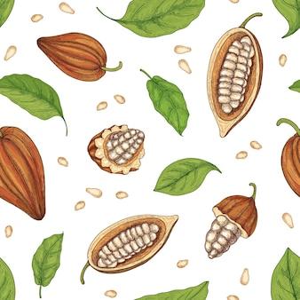 Modello senza cuciture naturale con baccelli maturi interi e tagliati o frutti dell'albero del cacao, fagioli e foglie su sfondo nero