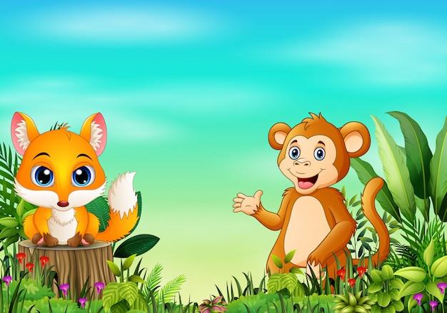 Scena della natura con una volpe del bambino che sta sul ceppo di albero