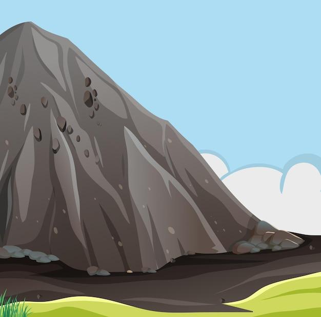 Scena della natura con grande scogliera di pietra