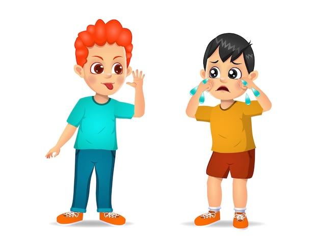 Il ragazzo cattivo corre e mostra una smorfia all'amico arrabbiato. isolato