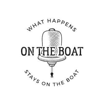 Design di stampa vintage wanderlust in stile nautico per t-shirt, loghi o badge. quello che succede sulla barca resta sulla barca tipografia con stemma rosa dei venti, t-shirt stile mare. vettore di stock isolato.