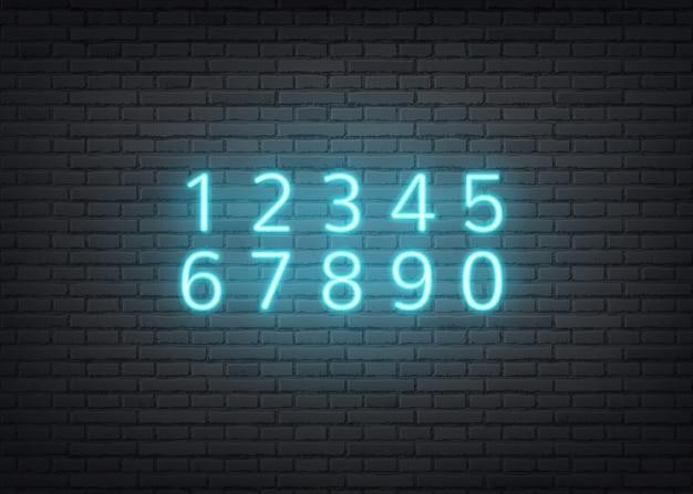 Numeri blu al neon sul fondo del muro di mattoni scuri