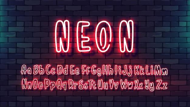 Carattere mano futuristico al neon. tubo luminoso alfabeto lettere maiuscole minuscole su uno sfondo di muro di mattoni scuri.