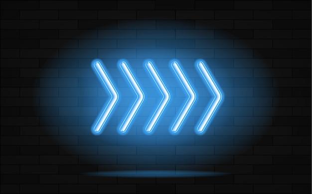 Puntatore a freccia incandescente al neon su sfondo scuro.