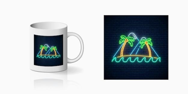 Stampa al neon felice estate con due palme, isola, montagne e oceano per il design della tazza design estivo lucido in stile neon