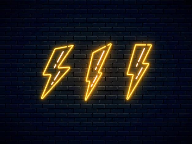 Set di fulmini al neon. simbolo al neon fulmine ad alta tensione.