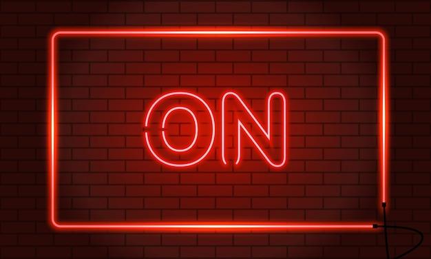 Insegna al neon on in una cornice sul muro di mattoni.