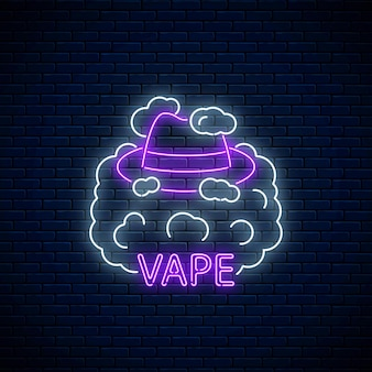 Insegna al neon del negozio o del club di vape sul fondo del muro di mattoni scuri. insegna al neon incandescente con cappello da uomo in fumo di vape. simbolo del negozio di svapo.