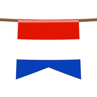 Le bandiere nazionali dei paesi bassi sono appese alla corda. il simbolo del paese nel gagliardetto appeso alla corda. illustrazione vettoriale realistico.