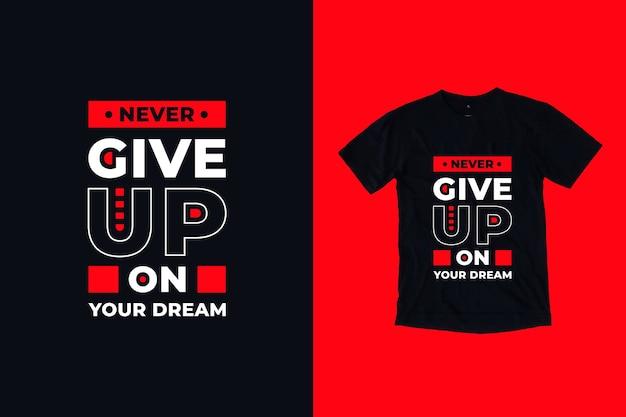 Non rinunciare mai al design della maglietta delle citazioni dei tuoi sogni