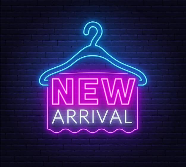 Nuovo segno al neon di arrivo.