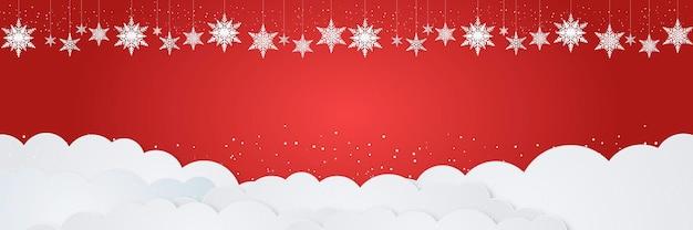 Sfondo di natale e capodanno con tema invernale, ornamenti appesi a fiocchi di neve, neve che cade e nuvola bianca su sfondo rosso