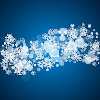 Cornice di capodanno con fiocchi di neve freddi su sfondo blu. finestra invernale. cornice di natale e capodanno per buoni regalo, pubblicità, banner, volantini, offerte di vendita, inviti a eventi. neve che cade e bokeh