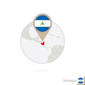 Mappa e bandiera del nicaragua in cerchio. mappa del nicaragua, perno della bandiera del nicaragua. mappa del nicaragua nello stile del globo. illustrazione di vettore.