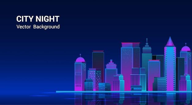Panorama della città di notte. paesaggio urbano su uno sfondo scuro con luci viola e blu al neon luminose e luminose. ampia vista laterale dell'autostrada. cyberpunk e stile onda retrò