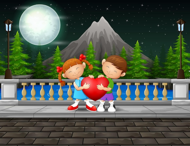Scena notturna con coppia di bambini che tengono cuore rosso