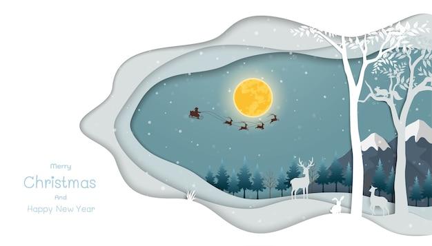 Scena notturna con babbo natale che vola su una slitta trainata da renne sulla foresta