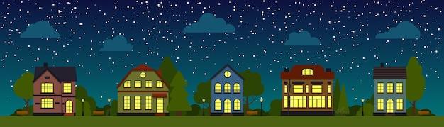Strada notturna con case, alberi, nuvole, banner panoramico piatto del fumetto. panorama della città, cielo stellato