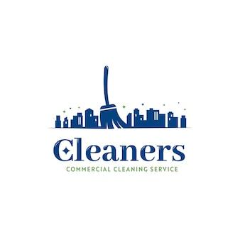 Icona del logo del bidello del servizio di pulizia dell'edificio commerciale dell'ufficio e della città con la sagoma della città