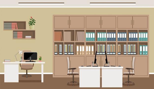 Interno ufficio. posto di lavoro con tre posti di lavoro e mobili per ufficio come tavoli, laptop, poltrone.