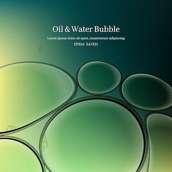 Gocce di olio su uno sfondo astratto di superficie dell'acqua.