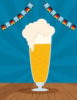 Celebrazione del partito oktoberfest con disegno di illustrazione vettoriale di tazza di birra e ghirlande
