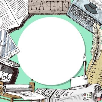 Vecchi libri con l'illustrazione rotonda del modello della penna e del calamaio della piuma di spoletta dell'inchiostro. articoli di cancelleria vintage o antichi e manoscritti a libro aperto. macchina da scrivere e lingua latina.