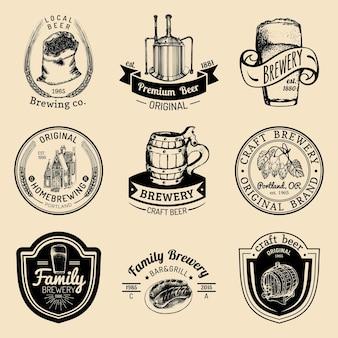 Set di loghi di vecchia fabbrica di birra. segni o icone retrò di birra kraft. etichette o distintivi vintage homebrewing.