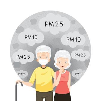 Uomo anziano e donna anziana che indossa la maschera di inquinamento atmosferico per proteggere dalla polvere, fumo, smog