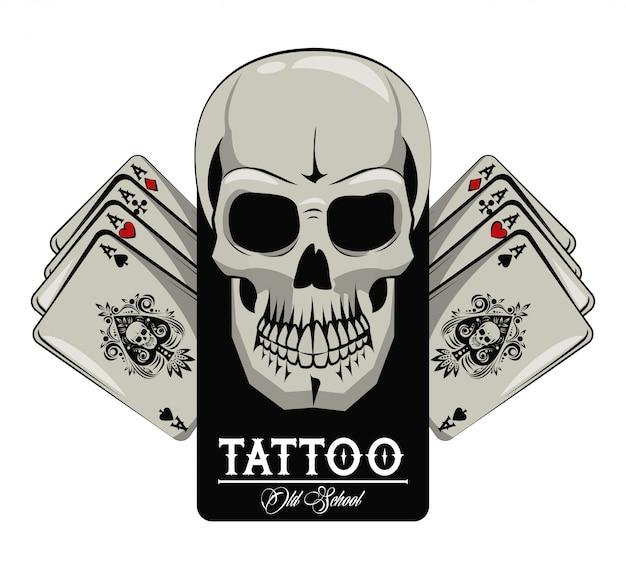 Tatuaggio della vecchia scuola con la progettazione del disegno delle carte della mazza