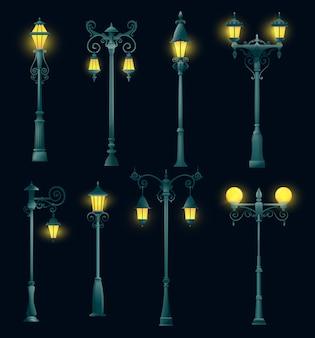 Vecchio pilastro e lampione della luce di via, lampione e lampione isolati. lanterne vintage retrò su pali in acciaio steel