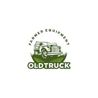 Vecchio logo di attrezzature agricole camion isolato su bianco