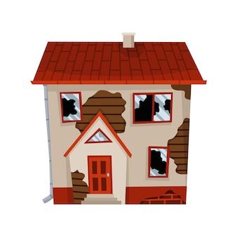 Vecchia casa o abitazione esposta all'aria. casa abbandonata in cattive condizioni. brutto vecchio edificio problematico con tetto danneggiato, pareti squallide e esterno.