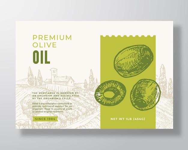 Modello di etichetta olio d'oliva. disposizione di disegno di imballaggio di vettore astratto. banner di tipografia moderna con olive verdi disegnate a mano e sfondo di paesaggio rurale. isolato.