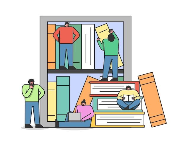 Le persone della biblioteca digitale in linea utilizzano l'applicazione per leggere i libri